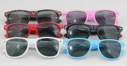 Wholesale High Quality Fashion Classic Sunglasses Eyewear Beach Sun Glass Multi color Sunglass