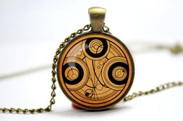Wholesale 10pcs antique and vintage themed frame Doctor Who Timelord Seal on aged paper glass cabochon dome pendant vision
