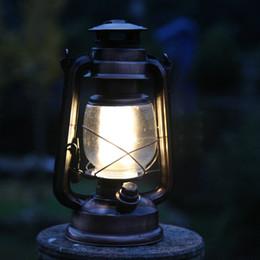 Promotion éclairage de la rampe Gros-Maple en plein essor en plein air feux retro vintage portables kérosène lanterne camp feux de tente LED lanterne lumière masthead