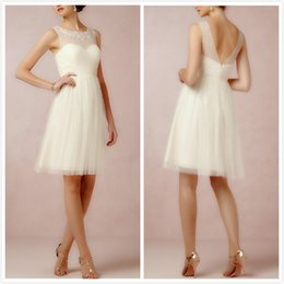 Graceful Ivory Tulle Bridesmaid Dresses Sexy Lace Sheer Illusion V -Back Knee Length Glitz A Line Prom Gown Bridesmaid Dress