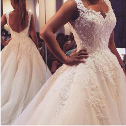 New Arrival Pearls Lace Wedding Dresses Spring 2019 Backless Beaded Ball Gowns Bridal Gown with Flowers Lace Applique Luxury Wedding Gown