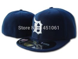 Wholesale-One Pcs Retail Men's and Women's Baseball Fitted Hats Sport Adult's full Closed caps embroidery on field style dark