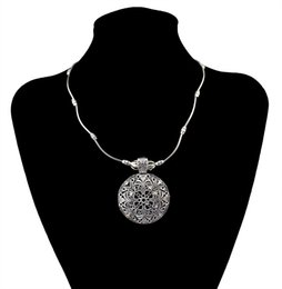 Women Vintage Jewelry Classic Necklace Antique Silver Plated Metal Alloy Carved Round Pendant Necklace