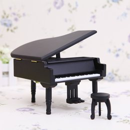 New Arrivals Wooden Piano Music Boxes Black Music Boxes with City of Sky