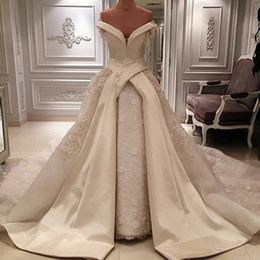 Gorgeous Vintage Lace A-Line Wedding Dresses Bridal Dresses Chapel Wedding High Quality Court Train Custom 2019 White Ivory Wedding Gowns