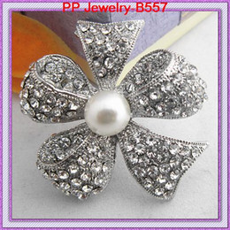 Vintage Bow tie Shaped Brooch Clear Crystal Silver Alloy And Imitation Pearl Brooch Shinning Rhinestone Floral Pins Better Gift B557