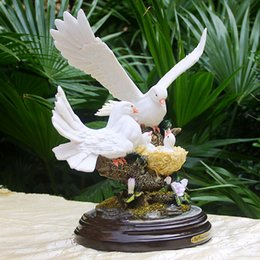 Wholesale resin crafts Pigeon feeding sculpture desktop ornaments tv cabinet art wedding gifts home decoration