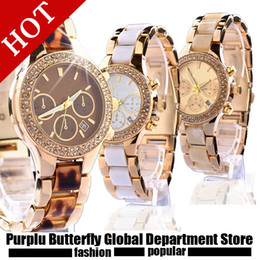 Marca de lujo Marrón blanco amarillo negro Reloj de pulsera de oro hueco Reloj de modelo femenino Reloj de pulsera de mujer diamante lleno Regalo de la muchacha de la joyería