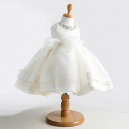 Grossiste-Haute qualité blanc élégant robes de filles de fleurs pour le mariage bébé robe de baptême robe de dentelle de cristal 1 an bébé fille robe d'anniversaire à partir de lacets blancs gros fabricateur