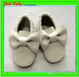 Fashion Bow PU leather Newborn Baby First Walkers Moccasins Soft Moccs Baby bow Prewalker booties Tassels, soft material. 11.5-14.5cm XRW053