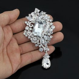 Wholesale Sweater Brooches Korean - Free postage 2016 new Korean retro diamond brooch crystal brooch pin collar pin high-grade sweater female lovely flowers Jewelry