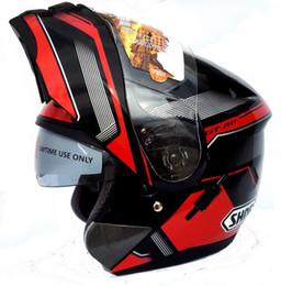 Wholesale El nuevo SHOEI de la venta al por mayor mueve hacia arriba el casco de la motocicleta de la cara llena de la lente doble Motocicleta Casco Capacetes DOT aprobó el negro