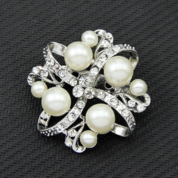 Wholesale Explosion models high grade diamond drill flash color pearl diamond brooch chest clothing manufacturers customized fashion pin