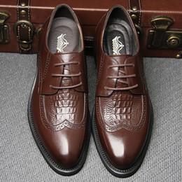 2017 los hombres hechos a mano de los zapatos oxford Venta caliente Marca italiana Brogue Wingtip cuero genuino Zapatos de hombre arte hecho a mano Casual Zapatos Oxford de los hombres del partido Botas Tobillo descuento los hombres hechos a mano de los zapatos oxford