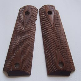 Wholesale colt full size government America black walnut proper fitting wax with hand carved checkers diamonds finish wood grips