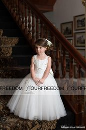 Wholesale Lace Flower Girl Dresses Cute Couture Baby Toddler Princess Ball Gown Children Attendant Bridal Party Bow Sash Back
