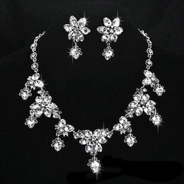 Wholesale Sparkly Crystals Beaded Wedding Jewelry Necklace Earrings Silver Sets Shiny Rhinestones Evening Bridal Jewelry Wedding Accessories