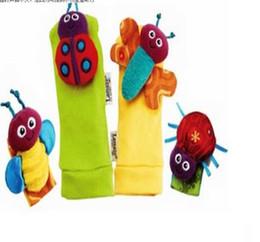 Promotion chaussettes lamaze hochet 1set = 2pcs chaussettes de Foot + 2pcs chaussettes de poignet Mode Nouvelle arrivée hochet de bébé bébé jouets en peluche Lamaze Garden Bug hochet + Chaussettes pied