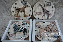 Wholesale Home decoration products trade wood planks vintage wall clock antique clock clock forest animals