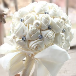 2017 Cheap Cream Bridal Wedding Bouquets Pearls Rhinestone Artificial Bridal Bouquets Beads Satin Rose Bridesmaid Flowers