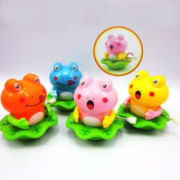 Wholesale On the chain of the spring of the frog toy to dance around the frog toy childhood memories of the frog toy