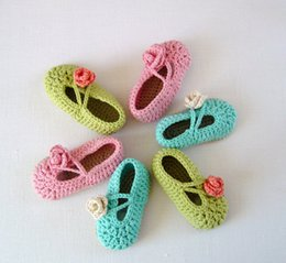 Wholesale CROCHET Baby Slippers with Flowers instant easy Baby crochet baby toddler shoes ballet girl shoes knitted kids cheap shoes M customer