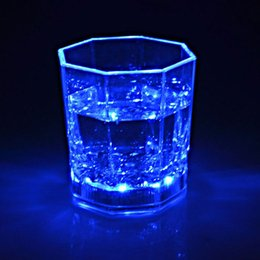 Wholesale Fashion Food Grade Plastic Material Water Activated Flashing Glass Led Flashing Cup For Festival Party Wine Bar and Club