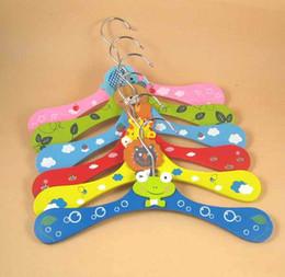 Wholesale Cartoon hanger dog clothes rack cartoon hanger faint moans pet clothes hanger pet supplies