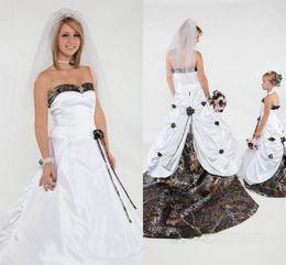 2018 Elegant Strapless Camo Wedding Dresses Sweetheart Handmade Flowers Satin Ball Gown Wedding Dresses Chapel Train
