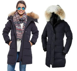 Women 's lengthened thick down jacket. Women' s outdoor climbing climbing skiing cold - resistant cold - 40 down jacket