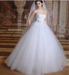 Dentelle ligne robe de mariée ceinture à vendre-Sweetheart Une ligne Robes de mariée 2016 New Tulle Robes de princesse mariée romantique W1548 Custom Made Ceinture Corset Lace Up moderne