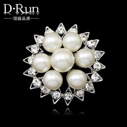 Wholesale 2016 New Free postage Dan Run straight production Spot supply alloy pearl brooch pin brooch exclusive sales holding flowers