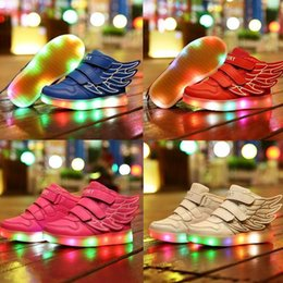 Promotion enfants enfants chaussures ailées Chaussures Led Chaussures Garçons Chaussures Casual 7 Couleurs 2016 Plus récents Usb Charging Luminous LED Light Wings Chaussures de sport pour les enfants Mode Kids Sneakers