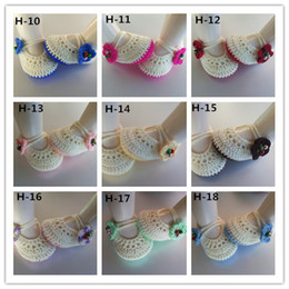 Factory Sale Classic Mary jane baby crochet shoes with flower newborn shoes toddler shoes girl knitted baby booties