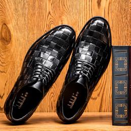 La conception de chaussures de couleur en Ligne-Les chaussures de mariage de nouveaux hommes Hommes souligné chaussures en cuir de conception hommes uniques chaussures de sport 1 couleur