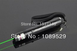 Wholesale Promotion of mw Green Laser Pointer burn with charger in Set for m gift box free shippind