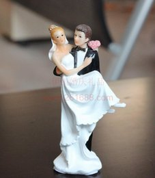 Wholesale Romantic Bride Groom Wedding Cake Topper Supplies Decoration Sweet Love Couple Lounging on Beach Wedding Party Gift Favors Wedding Dolls