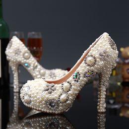 Promotion perles de diamant hauts talons Nouvelle Mode Blanc Fleur Ivory Perle Nuptiale Mariage Chaussures Chaussures De Luxe Cristal Diamant Femmes Pompes High Heels Chaussures