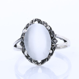 Rings for Women Jewelry Cheap Silver Plated Ring White Oval Opal Ring Engagement Wedding Rings