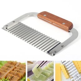 Wholesale Hardwood Handle Crinkle Cutter Wax Vegetable Soap Wavy Cutter Stainless Steel Potato Chip Dough Carrot Crinkle Wavy Slicer