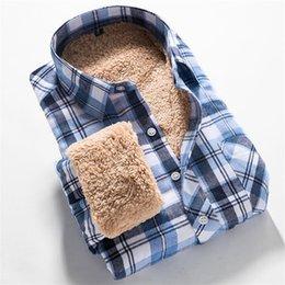 Wholesale Hommes d hiver shirt de qualité Fashion Style britannique Coton chaud doublé polaire épais à manches longues Casual Shirt Men Chemises à carreaux