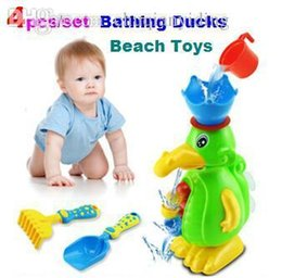 Wholesale set Bathing Ducks Beach toys Wheel Type Dabbling Toy Baby dabble Suite