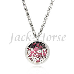 New arrival fashion design Essential Oil Diffuser Perfume Locket pendant necklace 30mm Round Aromatherapy stainless steel magnet locket