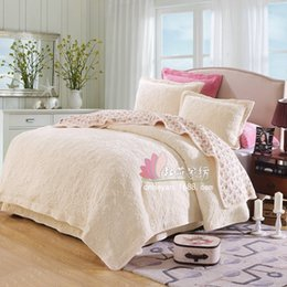 Wholesale-Warm Colchas Cubre Camas Cama Quilted Bedsheet Coverlets Flannel King Cotton Quilt