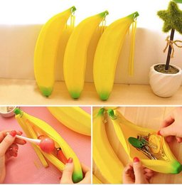 Wholesale Hot Portable Silicone coin purses Banana Shaped Coin Cash Pencil Case Purse Bag Keyring Gift colors