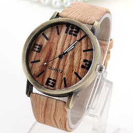Wholesale The Best Wood Watches For Men And Women Can Wear Simple Fashion Design Style Leather Straps Waterproof Watch