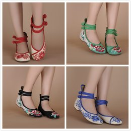 Wholesale New Ethnic Chinese style low heeled embroidered shoes old Beijing shoes women shoes casual shoes spring and summer women s singles y