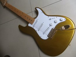 1 Guitar + Case White color Alder body and Maple wood neck, no brand name on the guitar