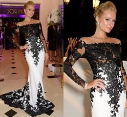 Купить Онлайн Грязно-белый ковер-Hilton Black Lace Аппликации Элегантные платья знаменитости плеча длинным рукавом Формальное Белый Вечерние платья Red Carpet платья партии банкет
