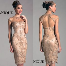 Lace Short Mother of The Bride Dresses Knee Length Sheath Champagne Hollow Back Sheer Neck With Short Sleeves Women Evening Dresses Party